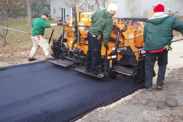 Crew laying asphalt in Bloomington, MN